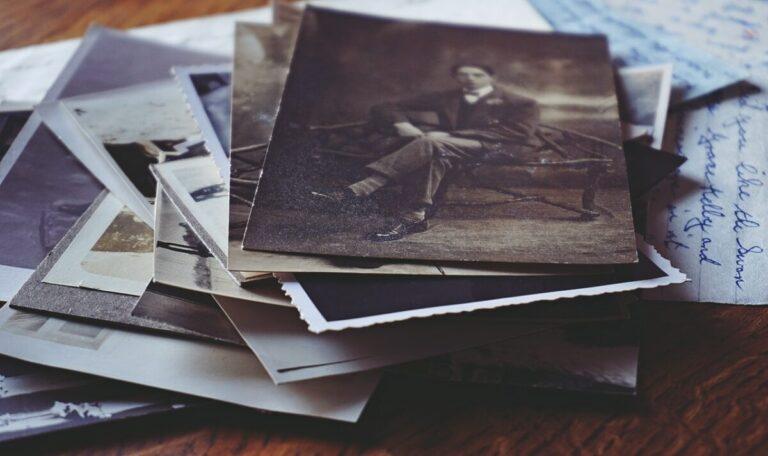stapel oude foto's